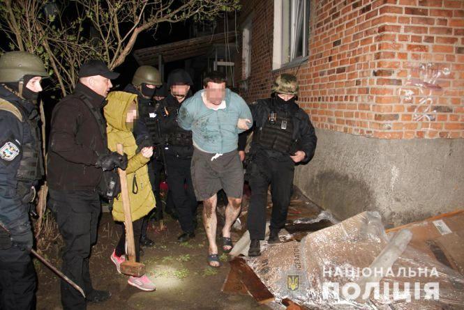 Бойовик у райцентрі: радомишлянин забарикадувався у сусідській квартирі і загрожував підірвати будинок