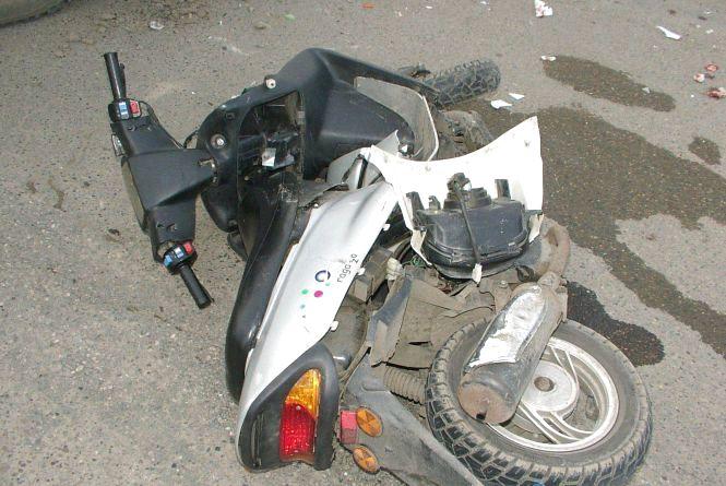У Баранівському районі внаслідок ДТП скутерист та його пасажирка опинилися в лікарні