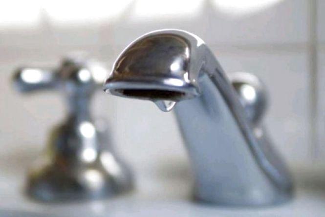 На Польовій все ще немає водопостачання: організовано підвіз води