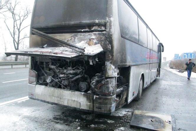 У Пулинському районі під час руху загорівся рейсовий автобус