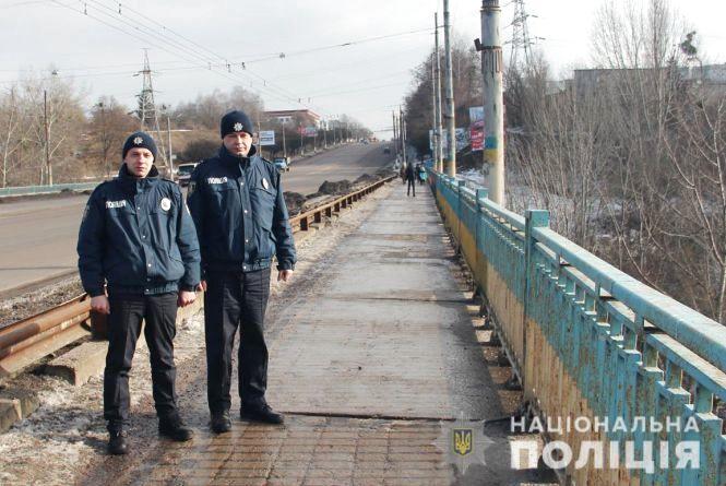 Житомирянка, мати 4-х дітей, намагалася стрибнути з мосту через Кам'янку