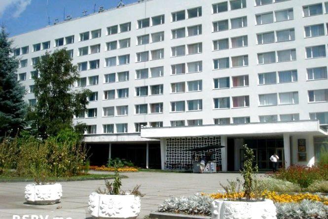 """Неочікуване рішення проблеми: готель """"Житомир"""" пропонують перепрофілювати на житло"""