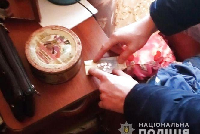 Поліцейські вилучили наркотики з помешкання жителя Звягельщини