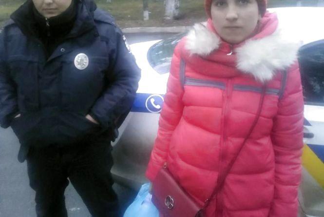 У Любарі поліцейські допомогли дівчині дістатись додому на Вінниччину
