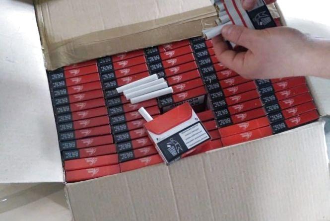 У нелегальному цеху з виробництва тютюнової продукції вилучено 135 тис пачок цигарок і обладнання