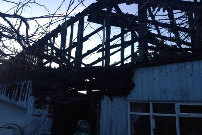 На Гоголівській у Житомирі горів будинок: гасили 13 пожежних