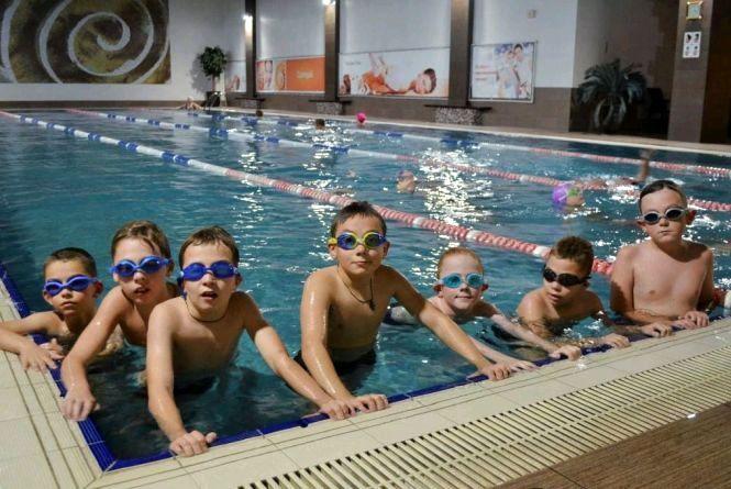 Маленьких житомирян запрошують взяти участь в програмі «Уроки плавання».