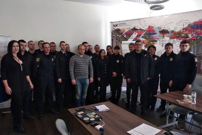 У Житомирі працівників поліції навчали реагувати на порушення під час виборів