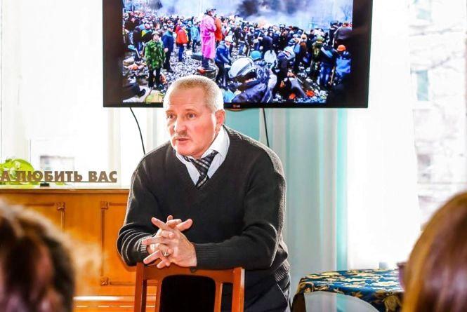 Житомирський письменник Григорій Цимбалюк розповів молоді про Майдан