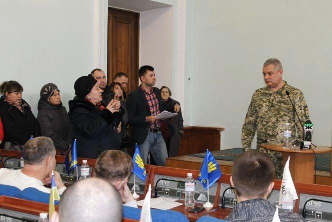 На сесії міськради прийняли рішення передати дві квартири родинам військовослужбовців Віталія Ступака та Дмитра Рудя