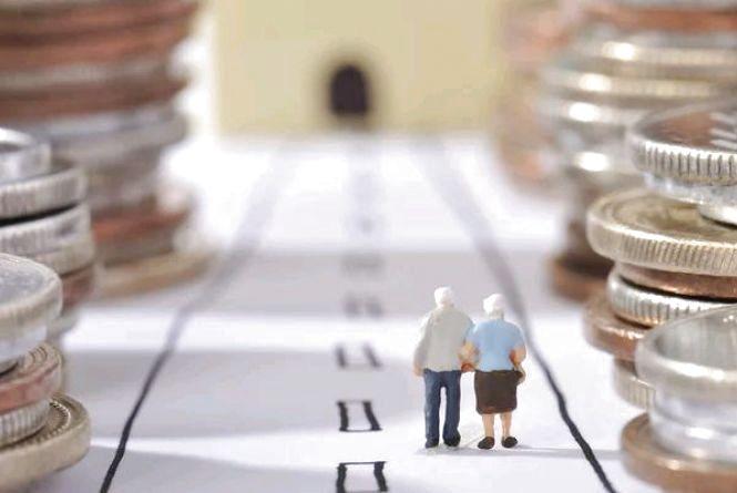 Пенсіонери Житомирщини вже почали отримувати підвищені пенсії із доплатами