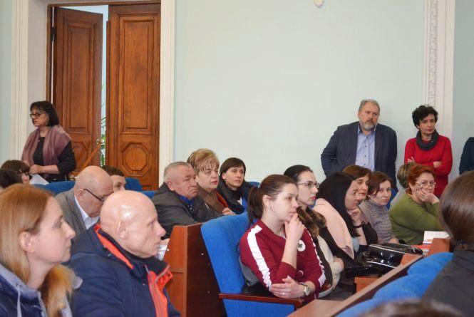 Батьки невакцинованих дітей зустрілися з мером і фахівцями сфер освіти і охорони здоров'я