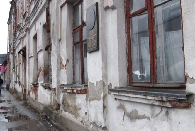 Депутати вирішили вечірню школу в Житомирі поки не зносити та виділили півмільйона на проект нового корпусу Житомирської гімназії №23