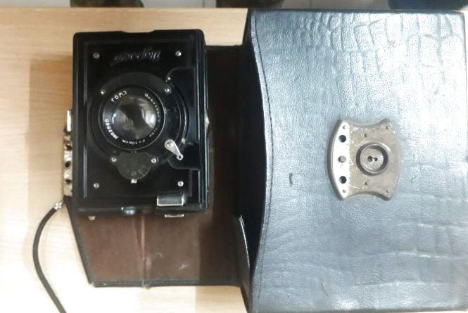 Громадянка України намагалась вивезти в Білорусь раритетний фотоапарат 1930-х років випуску