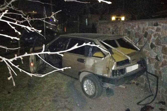 Через зіткнення двох автівок у Житомирі загинув пішохід, що був на тротуарі