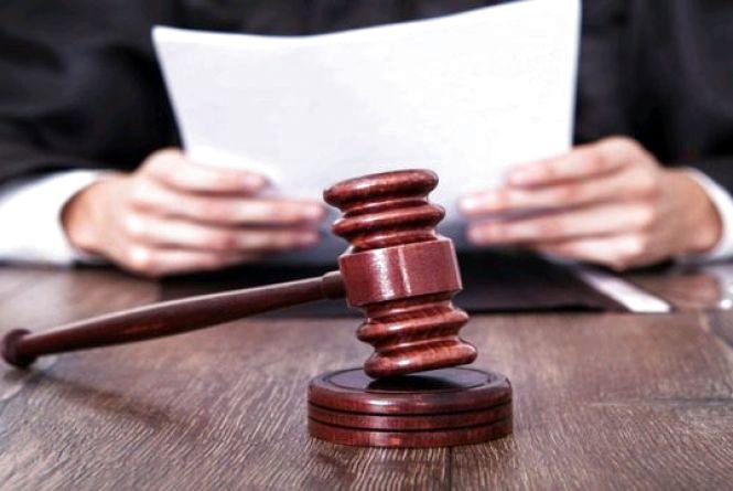 У Житомирі судитимуть чоловіка, який пропонував хабар у 1000 доларів США  керівнику відділу поліції за закриття справи проти нього