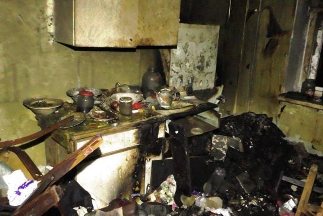 У висотці на проспекті Миру горіла вщент захаращена сміттям квартира