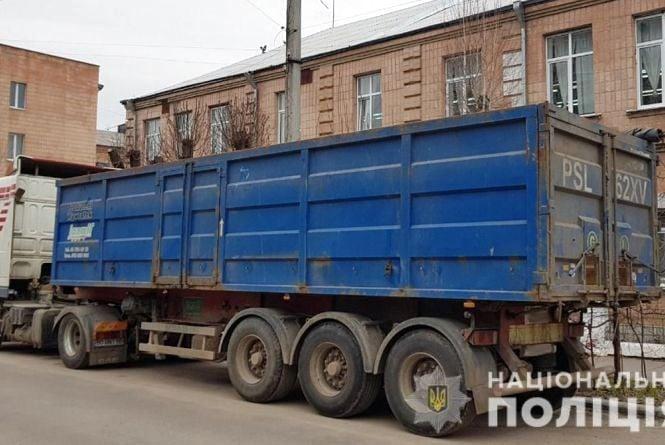 Селяни у Бердичівському районі затримали львівський сміттєвоз
