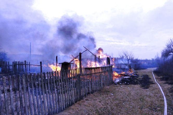 В Овруцькому районі від палаючого сухостою ледь не вигоріло напівпустуюче село