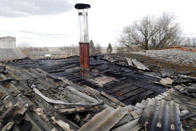 В Овруцькому районі загорівся цех з виготовлення пелет