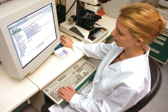 Відсьогодні лікарі виписуватимуть лише електронні рецепти на «Доступні ліки»