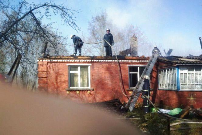 Пожежа через коротке замикання у Черняхівському районі: горіла приватна садиба