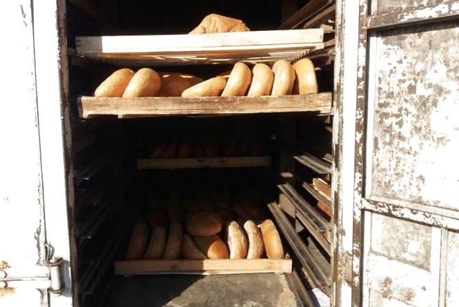 У мережі з'явилися фото машини, в якій в житомирські магазини привозять хліб: повна антисанітарія та іржа