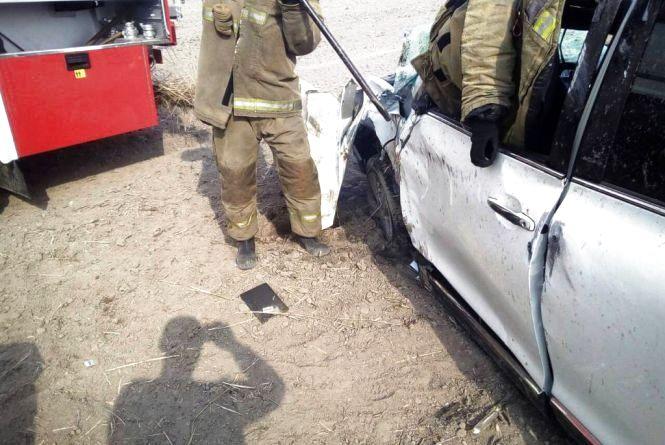 На трасі Київ-Ковель рятувальники деблокували травмованого водія з пошкодженого внаслідок ДТП легковика