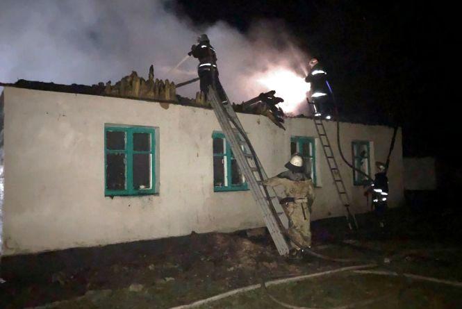 У Черняхівському районі згоріла школа, причина пожежі - підпал