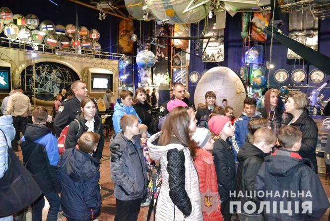Поліцейські запросили на «космічну екскурсію» до музею
