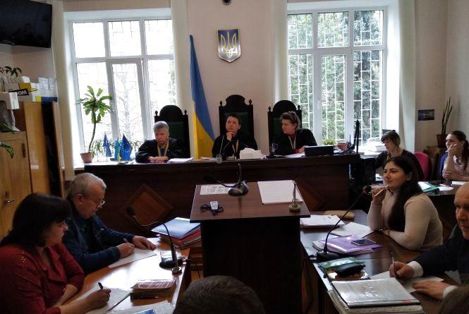 Обвинувачений у вбивстві Олександра Жадька намагається затягнути розгляд справи в суді