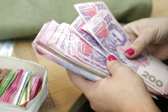 Курси валют на 17 квітня: гривня трохи зміцнилася