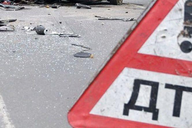 У Пулинському районі ВАЗ зіткнувся з деревом: водій та пасажир травмовані