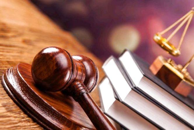 У Житомирі засуджено до понад 8 років злочинну групу за розбійний напад зі зброєю, викрадення людини та заволодіння автомобілем
