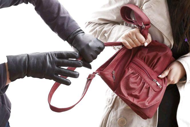 Овруцькі поліцейські затримали вуличного грабіжника