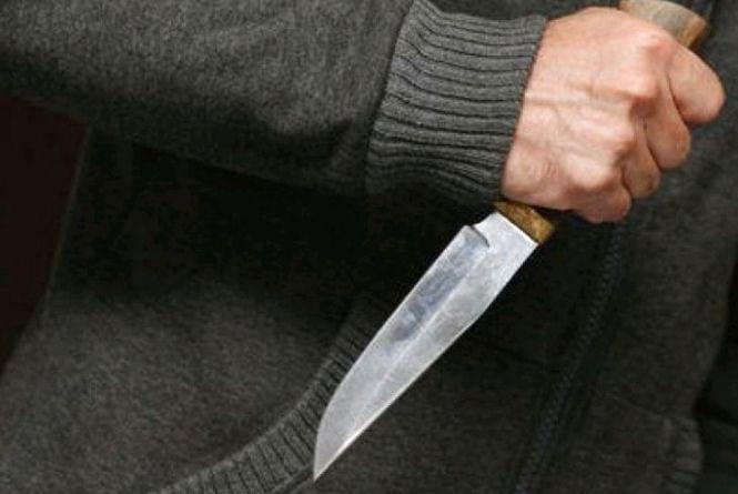 У Баранівці чаркування закінчилося ножовим пораненням