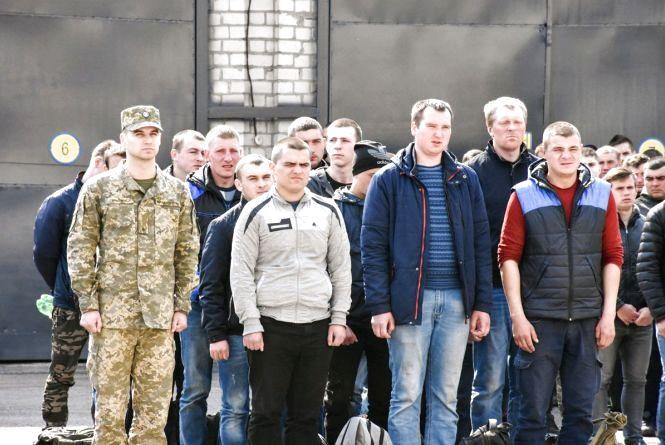 43 юнаків Житомирщини відправили на строкову військову службу