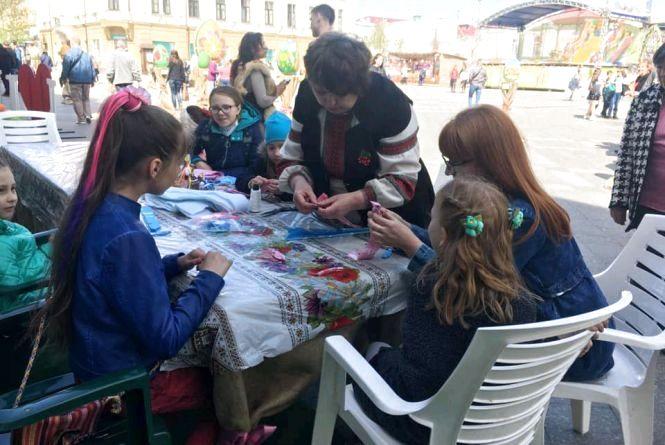 На Михайлівській проходять майстер-класи до Великодня. Графік