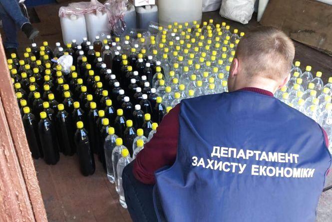 На Житомирщині поліцейські вилучили майже 2 тонни фальсифікату алкоголю