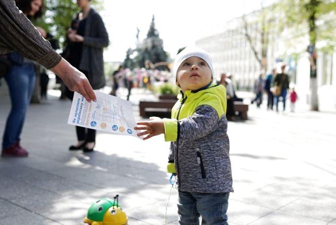 Переходь на українську! У Житомирі з нагоди прийняття Закону про мову провели флешмоб