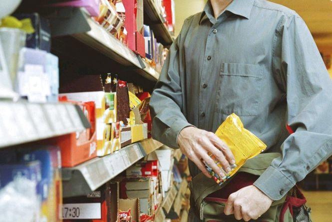 Юний малинчанин «жартома» пограбував крамницю: тепер йому загрожує реальне покарання