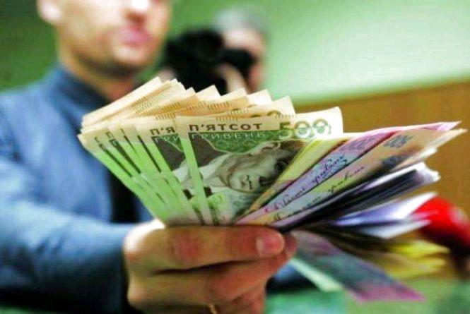 За допомогою суду батько сплатив дитині  150 тисяч гривень заборгованих аліментів
