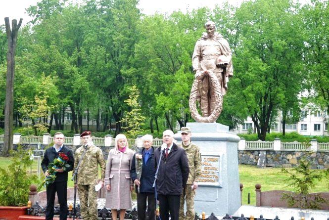 У Житомирі на військовому кладовищі вшанували пам'ять земляків - учасників Другої світової війни