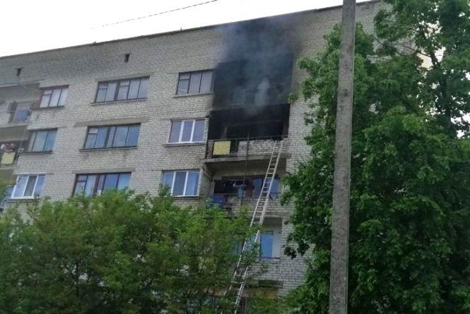 У Бердичеві під час пожежі врятовано літнього чоловіка, ще 6 мешканців евакуйовано