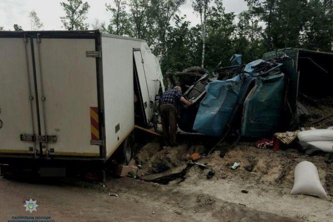 Замість автівок - купа металобрухту: жахлива аварія на трасі Київ - Чоп