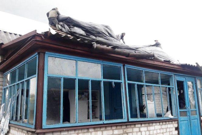 У Коростишівському районі бійці ДСНС ліквідували пожежу на території приватного домоволодіння та врятували сусіднє житло від вогню