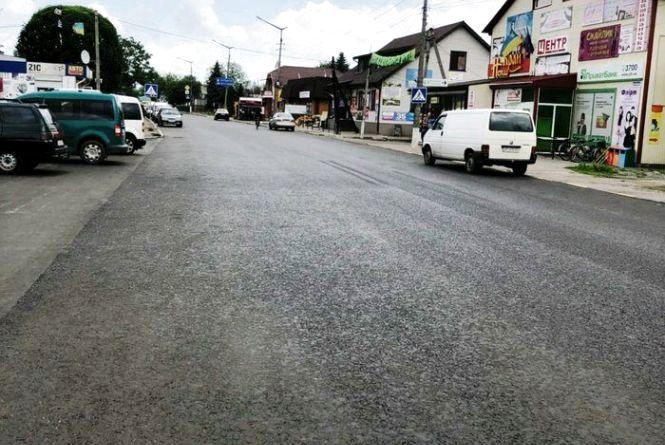 Продовжуються роботи з ремонту автодороги  Житомир-Чернівці