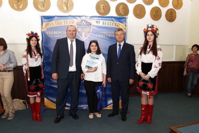 Студентка з Житомира перемогла у Всеукраїнському конкурсі дослідницьких робіт «Новітня історія України: аналіз етапів становлення»