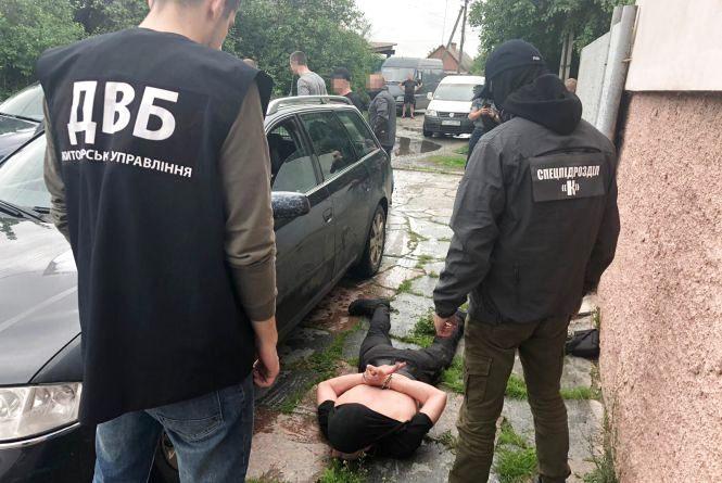 На Житомирщині СБУ викрила поліцейського на торгівлі наркотиками
