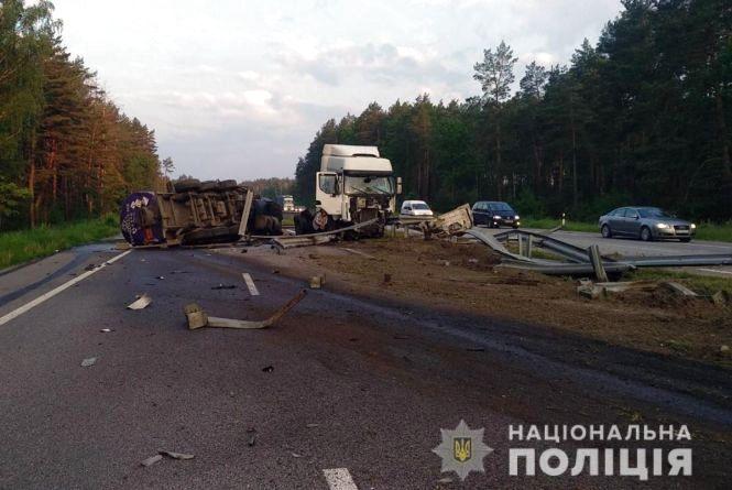 На автошляху Київ-Чоп перекинулася автоцистерна: рух частково обмежено